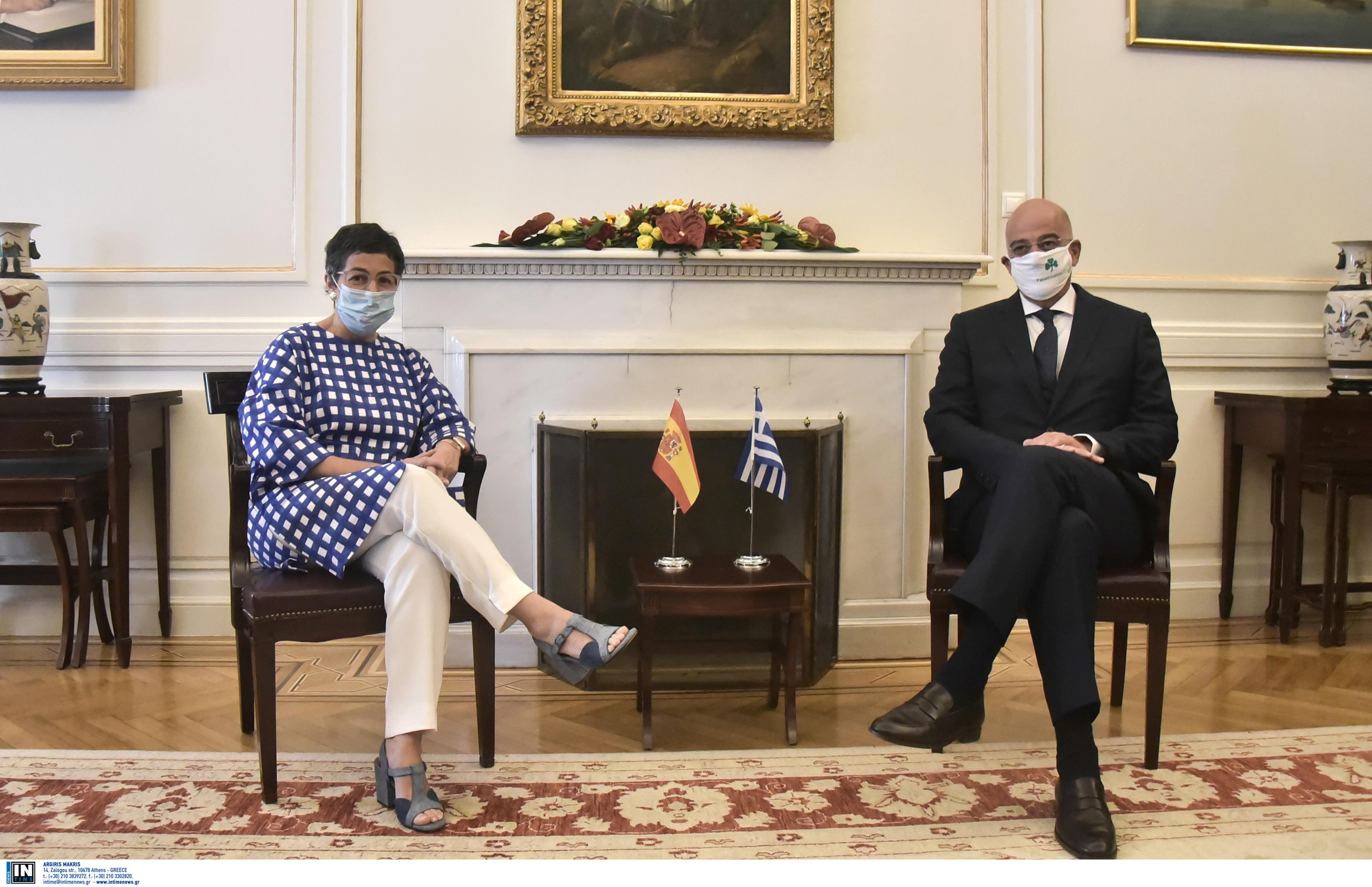 Πάει να τα μαζέψει τώρα ο Δένδιας για την νέα γκάφα του με την μάσκα… (+pic)