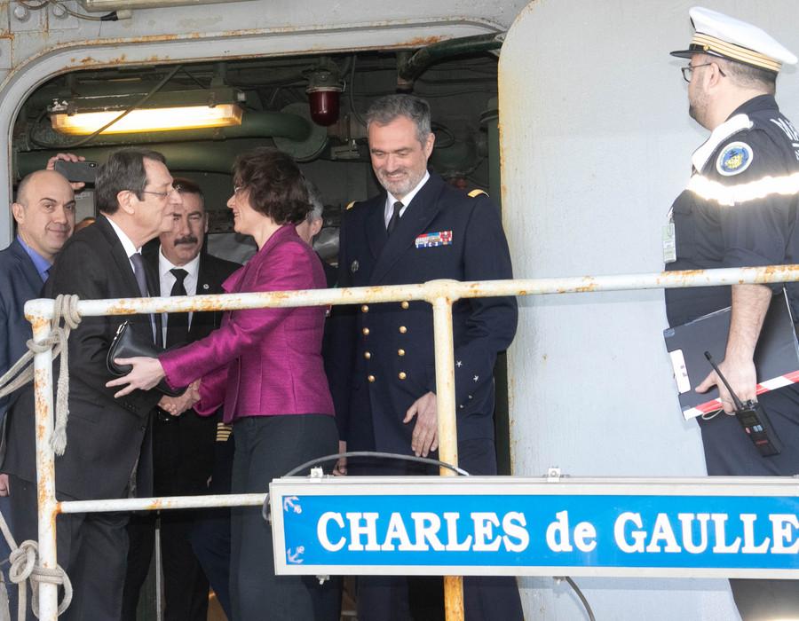 Ηχηρό μήνυμα Αναστασιάδη από το γαλλικό αεροπλανοφόρο Charles De Gaulle (pics)