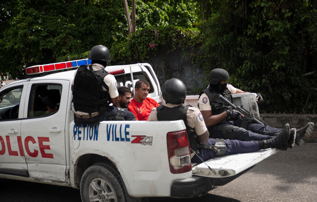 Δολοφονία προέδρου Αϊτής: Στη δημοσιότητα φωτό των συλληφθέντων μισθοφόρων