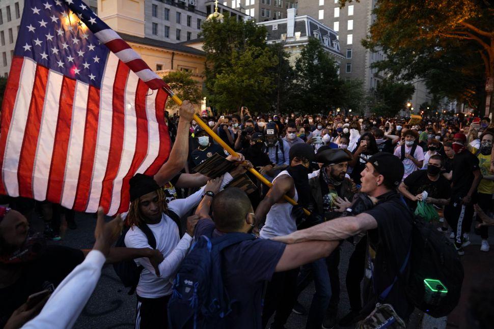 ΗΠΑ: Χιλιάδες αστυνομικοί και στρατιώτες περιπολούν στις μεγάλες πόλεις