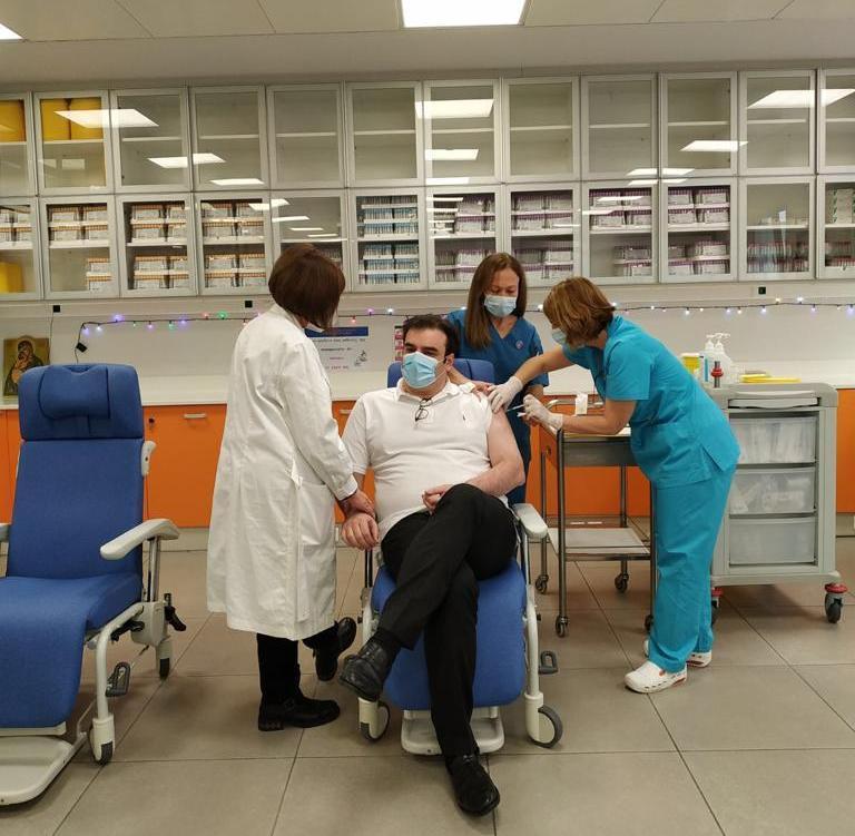 Πιερρακάκης: Θα υπάρχει απόδειξη εμβολιασμού- Διευκρίνιση για το ρόλο των φαρμακείων- Εμβολιάστηκε ο ίδιος στον Ευαγγελισμό