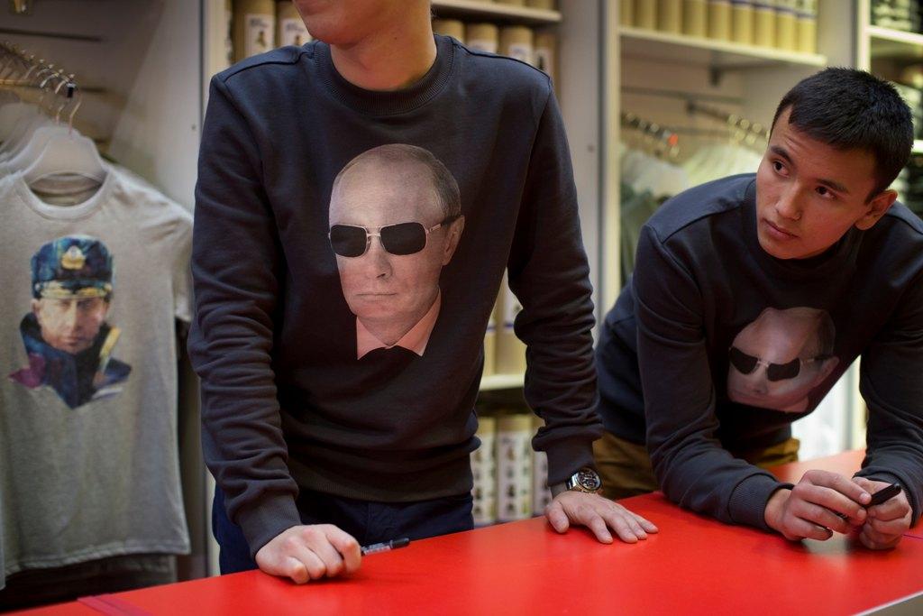Ο Πούτιν «δεν εγκρίνει» τα σουβενίρ με τη μορφή του