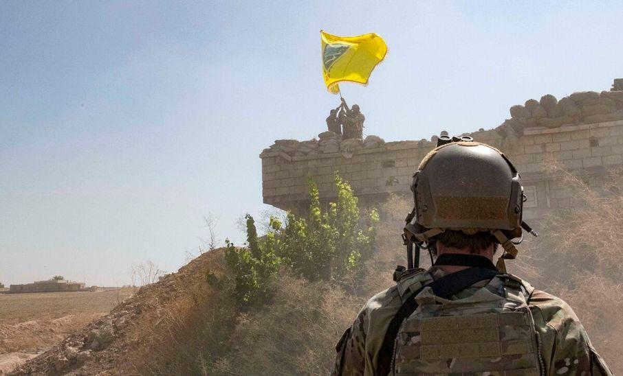 Συρία: «Ασπίδα» ΗΠΑ στους Κούρδους για το «μαύρο χρυσό» - Απειλές και κατά Μόσχας