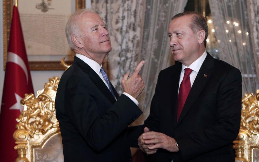«Ναι μεν…αλλά» Τσαβούσογλου για τη συνάντηση Ερντογάν-Μπάιντεν