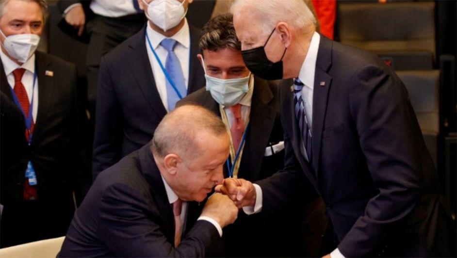Σύνοδος ΝΑΤΟ: «Δεν υπήρχε χημεία Μπάιντεν - Ερντογάν, ούτε έσπασε ο πάγος»  - Υποτονικός ο Ερντογάν | ΣΚΑΪ