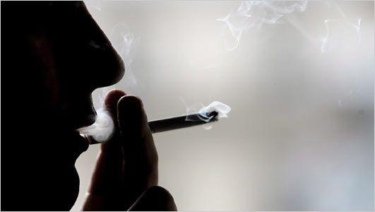 Επιβλήθηκε το πρώτο πρόστιμο σε καπνιστή στη Ρόδο από τηλεφώνημα θαμώνα