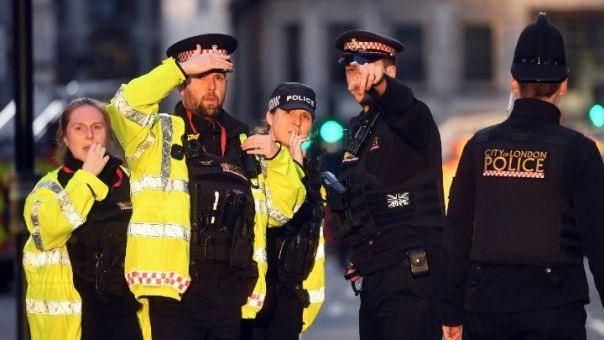Βρετανία: Συνελήφθη ο άνδρας που πυροβολούσε από το μπαλκόνι του (vid)