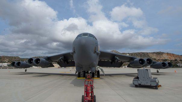 Πρώτη προσγείωση βομβαρδιστικού Β-52 στη Σούδα - Οι εντυπωσιακές φωτό