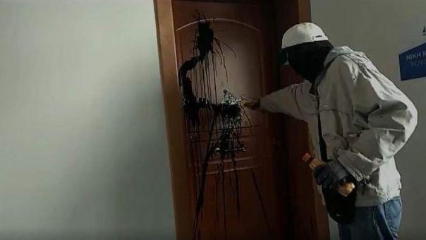 Επίθεση με μπογιές στο γραφείο της Νίκης Κεραμέως πραγματοποίησε ο Ρουβίκωνας