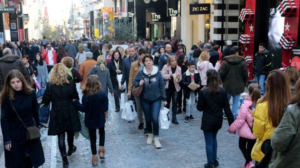 Τι ώρα κλείνουν καταστήματα και τράπεζες την παραμονή Πρωτοχρονιάς