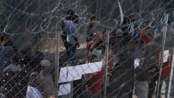 Διαμαρτυρία κατοίκων στη Χίο. Έκλεισαν τον δρόμο που οδηγεί στο ΚΥΤ