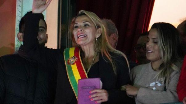 Βολιβία - Μεταβατική Πρόεδρος Ανιές: Ζητά από τις δυνάμεις ασφαλείας να εγγυηθούν την ειρήνευση στη χώρα