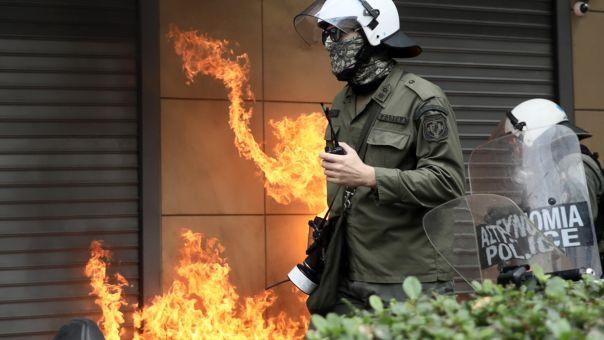 Νέα επίθεση κατά αστυνομικών με πέτρες και καδρόνια στην ΑΣΟΕΕ