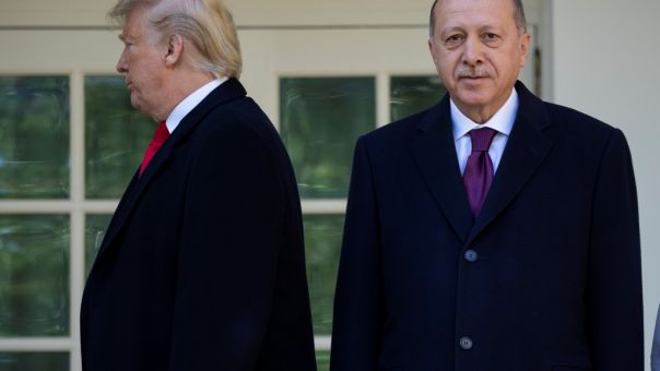 CNN για Τραμπ: Στα τηλέφωνα για ώρες με Ερντογάν- Μπούλινγκ σε Μέρκελ και Μέι, θαυμασμός για Πούτιν