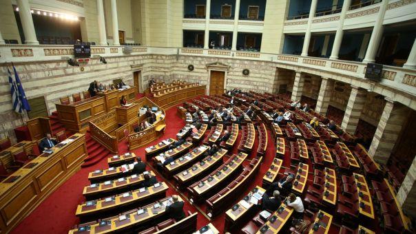 Αναθεώρηση Συντάγματος: Ανταλλαγή πυρών ΝΔ-ΣΥΡΙΖΑ περί ιδεοληψιών και οπισθοδρόμησης