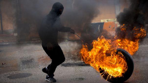 Παλαιστίνιοι με σφεντόνες και πέτρες κατά των Ισραηλινών δυνάμεων (vid)