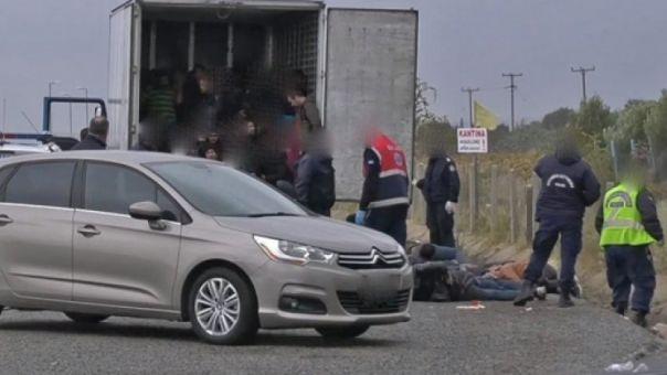 Πρόσφυγες βρέθηκαν ξεπαγιασμένοι σε νταλίκα - Νόμιζαν ότι πήγαιναν Πάτρα