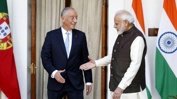 Πρόεδρος Πορτογαλίας: «Ξαναχτυπά» με την παράξενη χειραψία του με «θύμα» τον Ινδό πρωθυπουργό (vid)