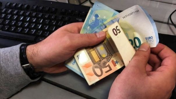 Επίδομα 534 ευρώ: Πληρώνονται 645.000 δικαιούχοι-Ποιους αφορά