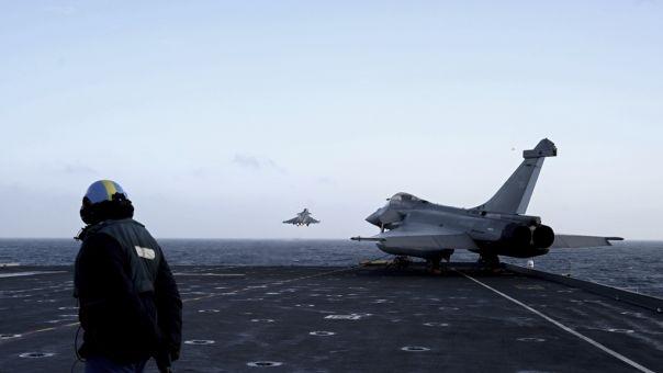 Αραβικά Μέσα- Λιβύη: Γαλλία ή Αίγυπτος πίσω από την επίθεση των «Rafale» στην βάση Αλ Ουάτιγια