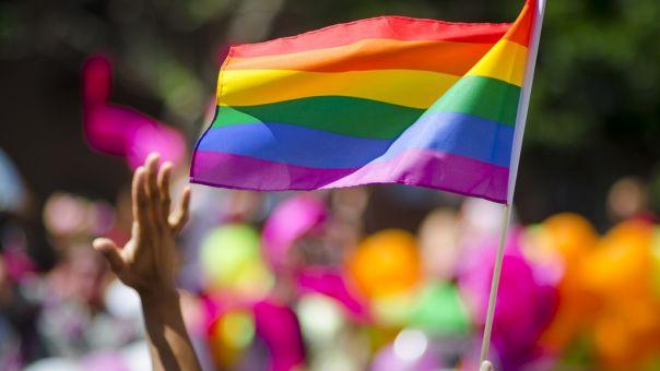 Ουγγαρία: Νομοσχέδιο απαγορεύει την υιοθεσία παιδιών από ομόφυλα ζευγάρια