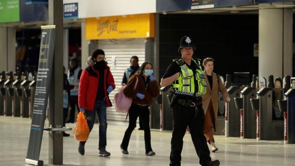 Βρετανία: Εν αναμονή οικονομικών μέτρων ενώ οι απολύσεις πλησιάζουν τις 200.000
