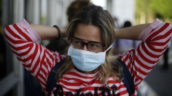 Κορωνοϊός: Οι Βρυξέλλες διευρύνουν την υποχρεωτική χρήση μάσκας