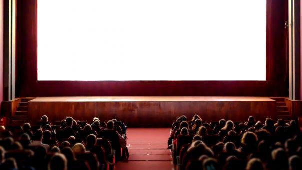 Κορωνοϊός : Κλείνουν κέντρα διασκέδασης θέατρα και σινεμά. Ανοικτά εστιατόρια και καφέ