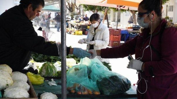 Κορωνοϊός: Ανοιχτό το λιανεμπόριο και στις «κόκκινες» περιοχές