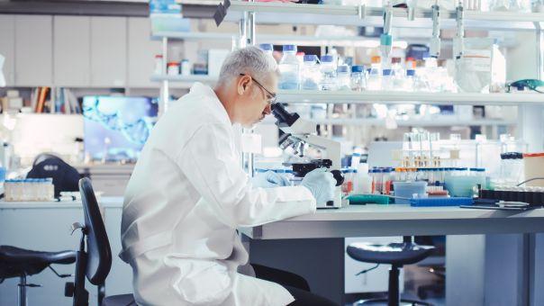 Κορωνοϊός: Νέα πειραματική θεραπεία με «κοκτέιλ» δύο φαρμάκων αφήνει υποσχέσεις