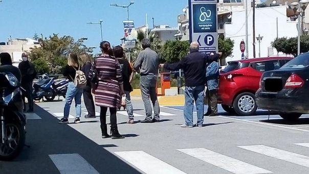 Κρήτη: Χαμός στα σούπερ μάρκετ - Μεγάλες ουρές και αστυνομική παρέμβαση