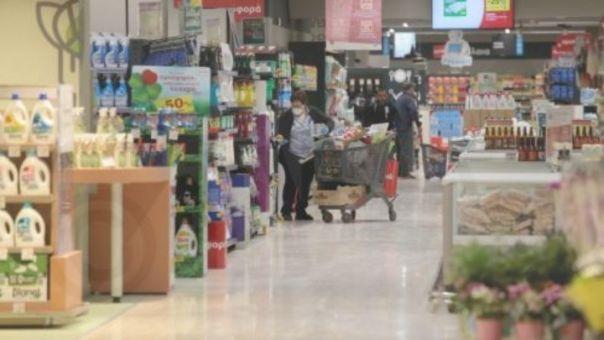 Κορωνοϊός: Ουρές στα σούπερ μάρκετ- Παρατέινεται μέχρι 20:30 το ωράριο