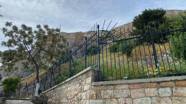 Αντιγκράφιτι επιχείρηση στα Αναφιώτικα από τον Δήμο Αθηναίων (ΦΩΤΟ)