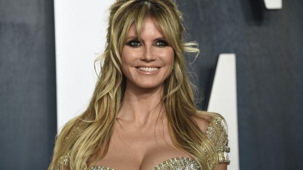 Heidi Klum: Έβαψε μαλλί φορώντας εσώρουχα, διχτυωτό καλσόν και ψηλοτάκουνες γόβες (pic)