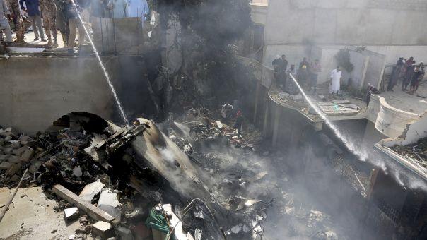 Συντριβή αεροσκάφους Πακιστάν: Οι πιλότοι μιλούσαν για τον κορωνοϊό - Χάθηκαν 97 ζωές
