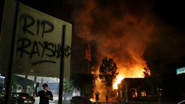 ΗΠΑ: Αναζωπυρώνεται η ένταση μετά το νέο θάνατο Αφροαμερικανού από αστυνομικά πυρά