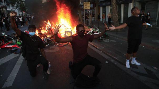 Παρίσι: Χιλιάδες διαδηλωτές κατήγγειλαν την αστυνομική βία