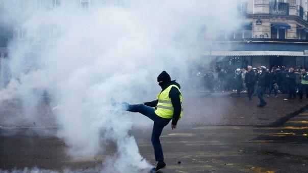 Γαλλία: Καταδίκη αστυνομικού που χτύπησε με γκλοπ 62χρονη διαδηλώτρια