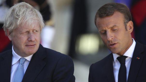 Πολιτική λύση υπό τα Ηνωμένα Έθνη επιζητούν στη Λιβύη Τζόνσον και Μακρόν