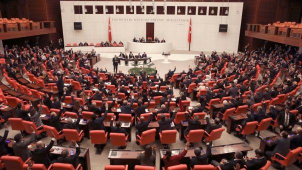 Τουρκία: Καθαίρεσαν βουλευτές αντιπολίτευσης - Καταγγελίες για κοινοβουλευτικό πραξικόπημα