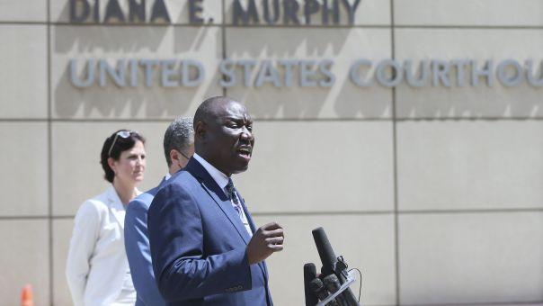 Αγωγή κατά της Μινεάπολης και των 4 αστυνομικών κατέθεσε η οικογένεια του Τζορτζ Φλόιντ