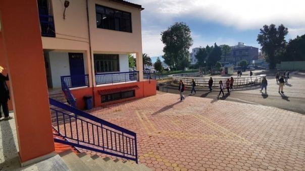 Θεσσαλονίκη: Ένταση έξω από σχολείο όταν δεν επιτράπηκε η είσοδος σε μαθητή χωρίς self test