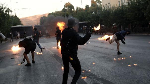 «Χυδαίο ψέμα»: Η Κουμουνδούρου για τα περί αστυνομικού του ΣΥΡΙΖΑ που επέτρεψε σύλληψη