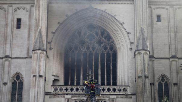 Γαλλία: Υποψίες για εμπρησμό στον Καθεδρικό ναό της Ναντ