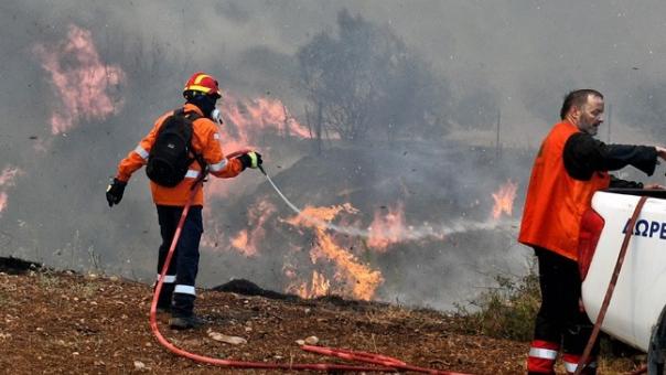 Σε εξέλιξη πυρκαγιά στην Κέα