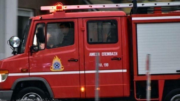 Υπό μερικό έλεγχο η πυρκαγιά σε κτίριο στα Πατήσια