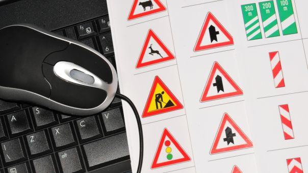 Καλωδιώθηκε για περάσει τα σήματα οδήγησης στο Περιστέρι - Τον πήραν χαμπάρι (pic)