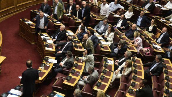 Από 187 βουλευτες υπερψηφίστηκε το νομοσχέδιο για διαδηλώσεις - Απείχαν Παπανδρέου, Καστανίδης