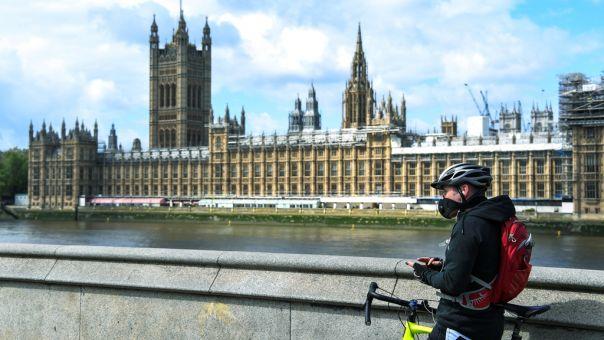Καύσωνας με διάρκεια ρεκόρ στην Βρετανία - Έπονται καταιγίδες