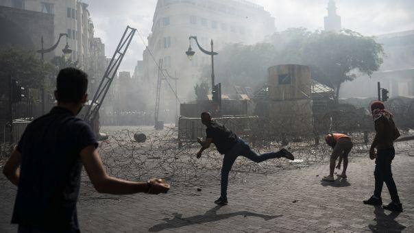 Εκτός ελέγχου o Λίβανος: Nεκρός αστυνομικός στις συγκρούσεις, φλέγεται η Βηρυτός (vid)